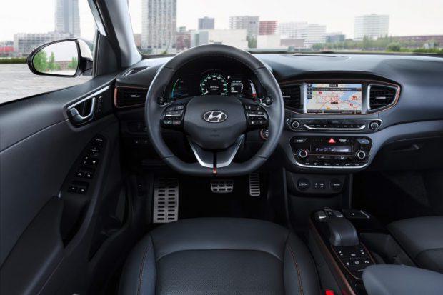 Hyundai-Electric-Cockpit-768x512