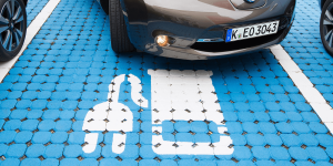 electric-car-parking-place-symbolic-picture