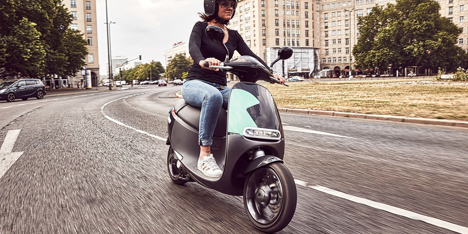 coup takes off in madrid with 850 electric scooters. Black Bedroom Furniture Sets. Home Design Ideas