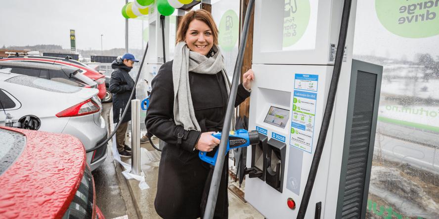 fortum-hpc-ladestation-charging-station-norwegen-norway-eroeffnung-april-2018-christina-bu