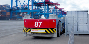 konecranes-container-transportfahrzeug-mit-akku-hamburger-hafen