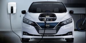 ovo-energy-nissan-leaf-v2g-charging-station-ladestation-vcharge-uk