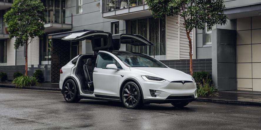 tesla-model-x-parking-doors