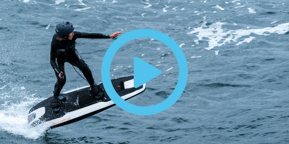 Electric surfboard leaves a speedboat in its wake