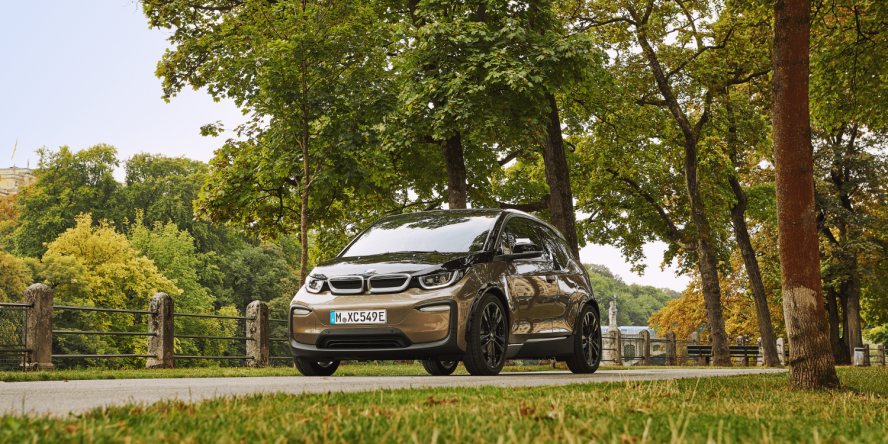BMW i3 debuts with 42.2-KWH battery, 153-mile range