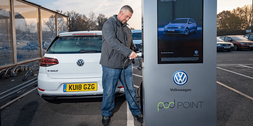 volkswagen-tesco-pod-point-charging-station-ladestation-uk-01