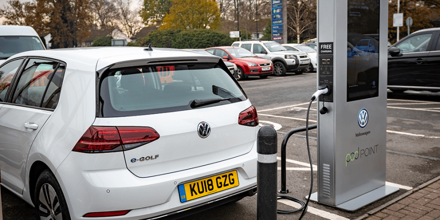 volkswagen-tesco-pod-point-charging-station-ladestation-uk-02
