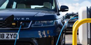 jaguar-land-rover-newmotion-ladestation-charging-station-uk-grossbritannien-01-min