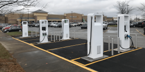 electrify-america-walmart-clarksville-charging-station-ladestation-min