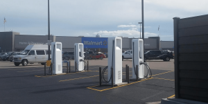 electrify-america-walmart-sullivan-charging-station-ladestation-min
