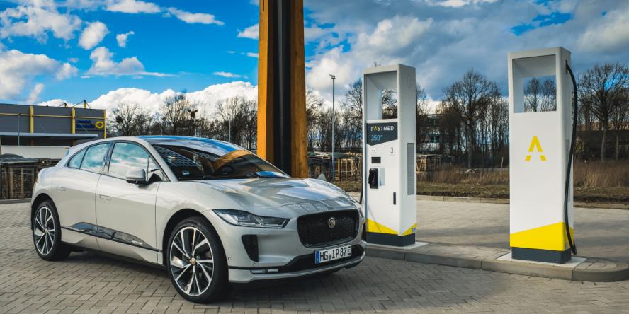 fastned-hildesheim-ladestation-charging-station-hpc-high-power-charger-jaguar-i-pace-daniel-boennighausen