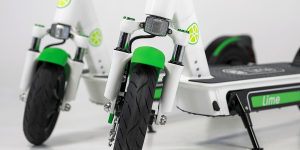 lime-s-electric-kick-scooter-e-tretroller-02-min