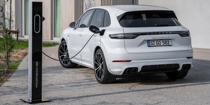 porsche-cayenne-turbo-s-e-hybrid-2019-06-min