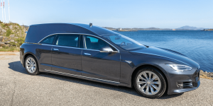 tesla-model-s-leichenwagen-hearse-jan-erik-naley