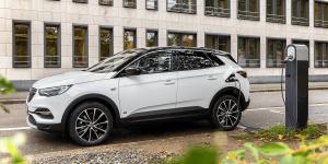 opel-grandland-x-hybrid4-2019-003-min