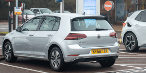 volkswagen-e-golf-grossbritannien-uk-2019-001-min